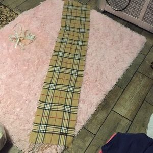 Burberry  Vintage cashmere 🧣 49 inch long 12 wide